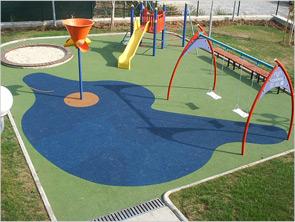 Саморазливна ударопоглъщаща каучукова настилка за детски площадки