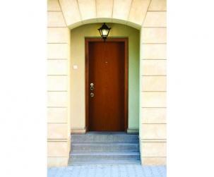 Входни блиндирани врати