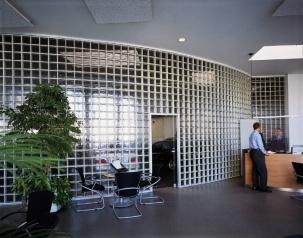 Преградни стени от стъклени тухли