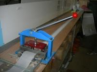 Машина за рязане и пробиване на плат за вертикални щори