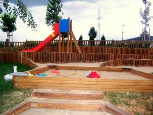 Детска площадка в Резиденшъл Парк София - импрегниране