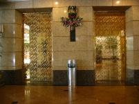 Асансьори, облицовани с декоративна неръждаема стомана