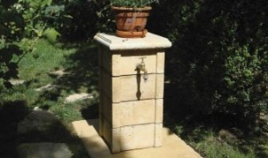 Bradstone Travero - декоративна чешма в градината