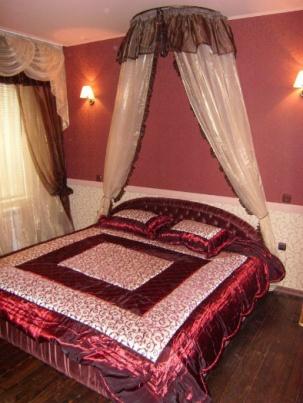 Легло за спалня с балдахин