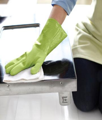 Как да почистите бързо замърсените кухненски повърхности