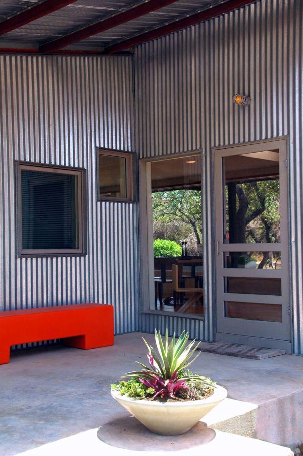 металните облицовки на фасади на къщи