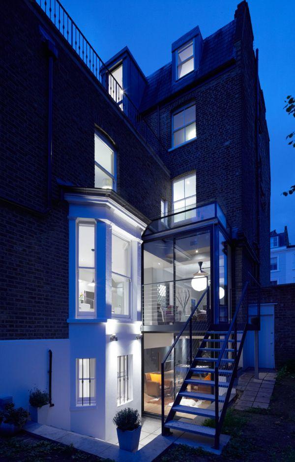 къщи със стъклени разширения