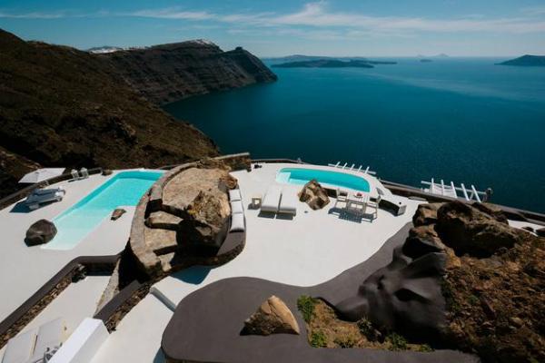 Луксозен комплекс от вили на остров Санторини
