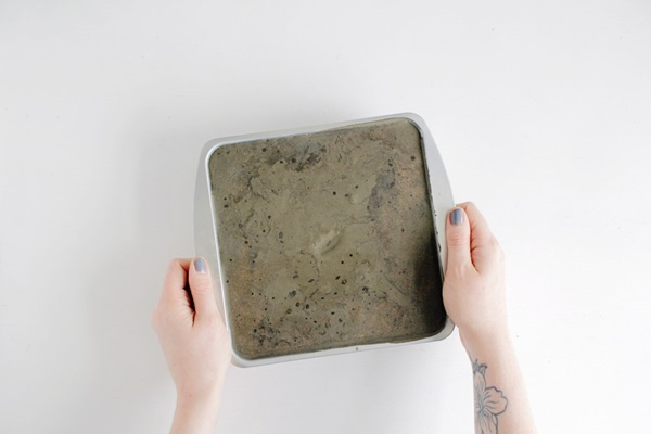 Декоративна кашпа от цимент