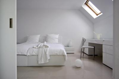 Интериор в бяло, изпълнен с мебели от GTC Design