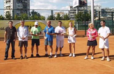 Инженери и архитекти премериха сили на тенис корта
