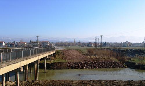 Холсим предостави безвъзмездно 4 хил. тона инертен материал за укрепване на дигата на река Лесновска