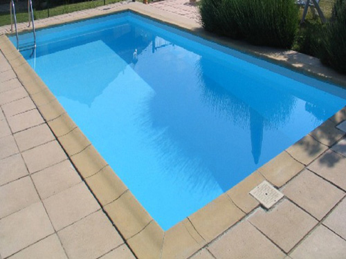 Подгответе терасата, корта и басейна - лятото идва