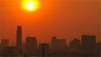 Градската жега и как да намалим температурата в дома си с 'охлаждащи' покрития