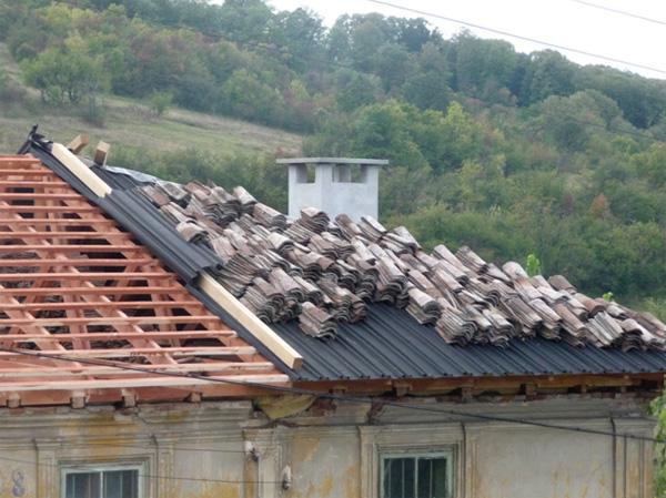 При проблеми със стария покрив - Ондулин под керемида