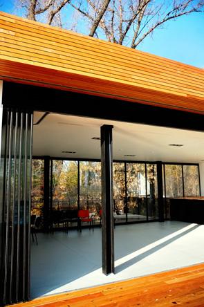 Ръчно плъзгащи се стени GEZE с фина рамка - разделяне на пространства и енергийна ефективност