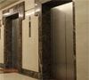 Половината асансьори поддържани нелегално